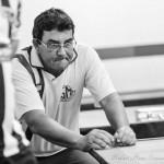 Fernando Cascavel concentrando para a palhetada
