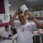 """Eduardo Guerra criando o troféu """"arregão do ano"""""""